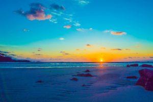 山田泉の「日本人とアーユルヴェーダ」をスタートします。始まりにふさわしい日の出の写真です。